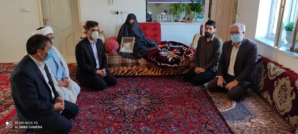 دیدار هیات رئیسه واحد با خانواده شهید میر مرتضی مرتضوی